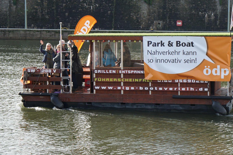 """""""Park & Boat"""": Aktion der ÖDP Würzburg auf dem Main"""