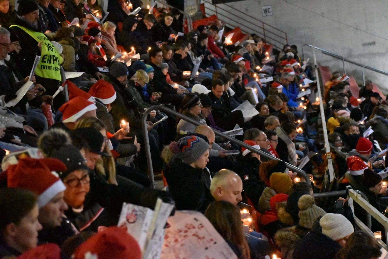 1.000 Rothosen beim 3. FWK-Weihnachtssingen