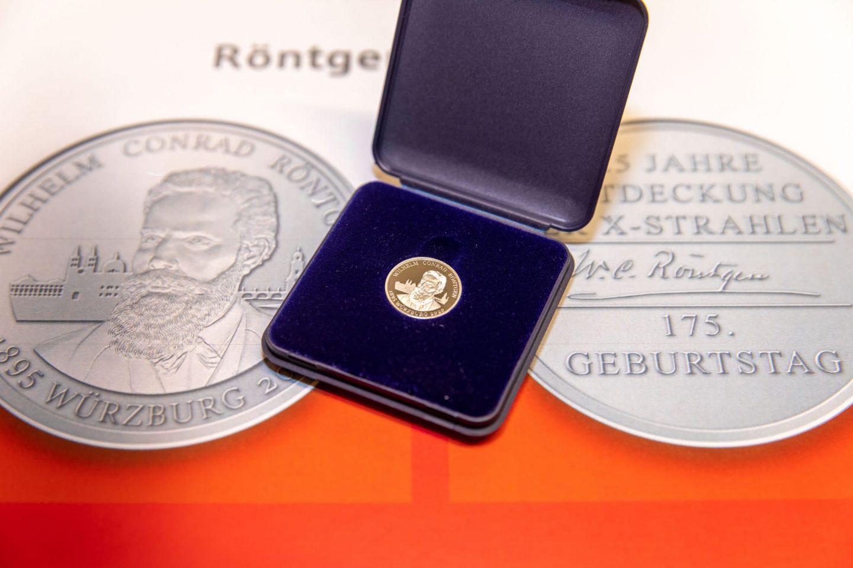 """Würzburger Neujahrsdukaten ist dem """"Röntgenjahr 2020"""" gewidmet"""