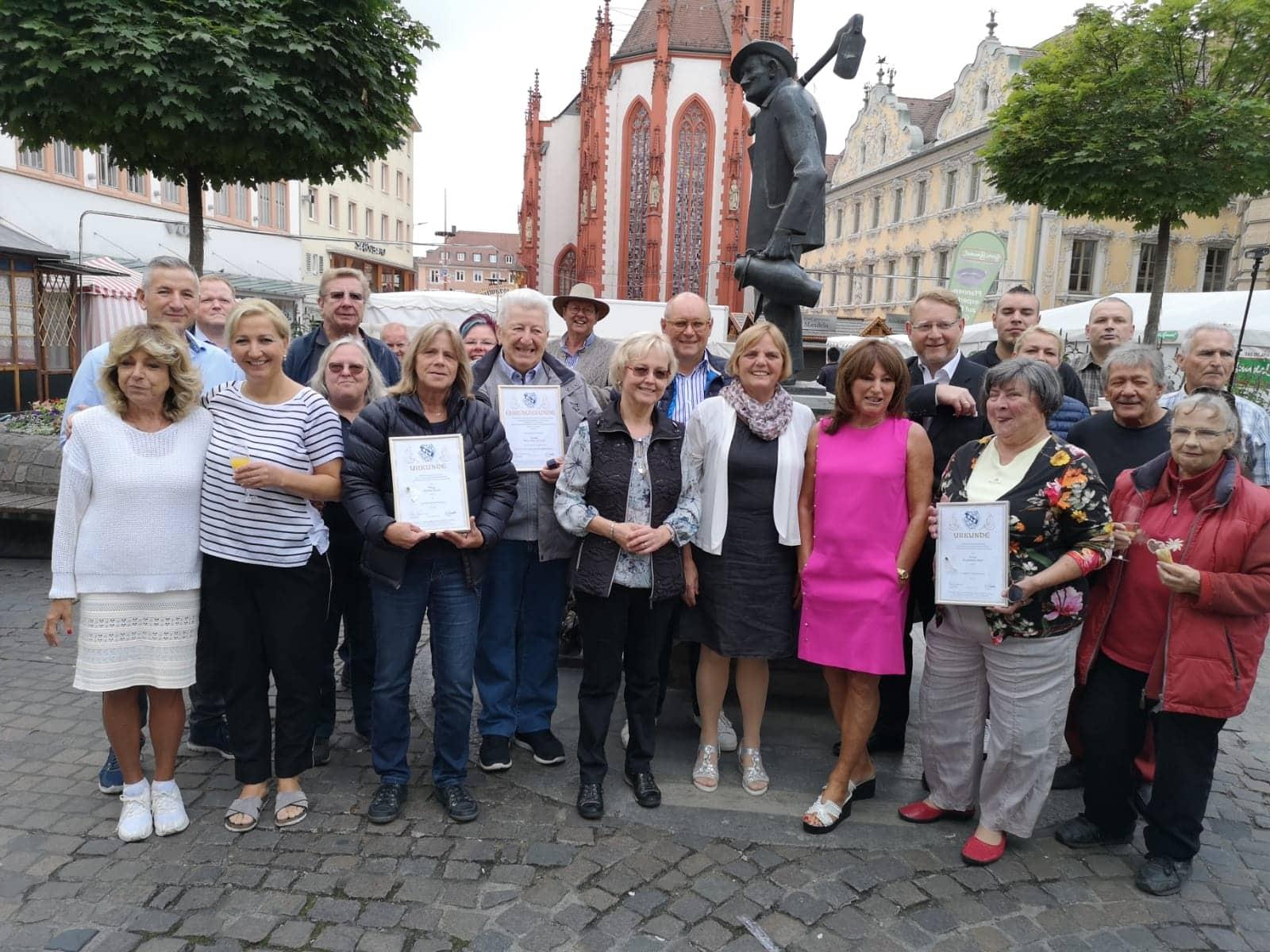 Bayerns Marktkaufleute und Schausteller treffen sich in Würzburg