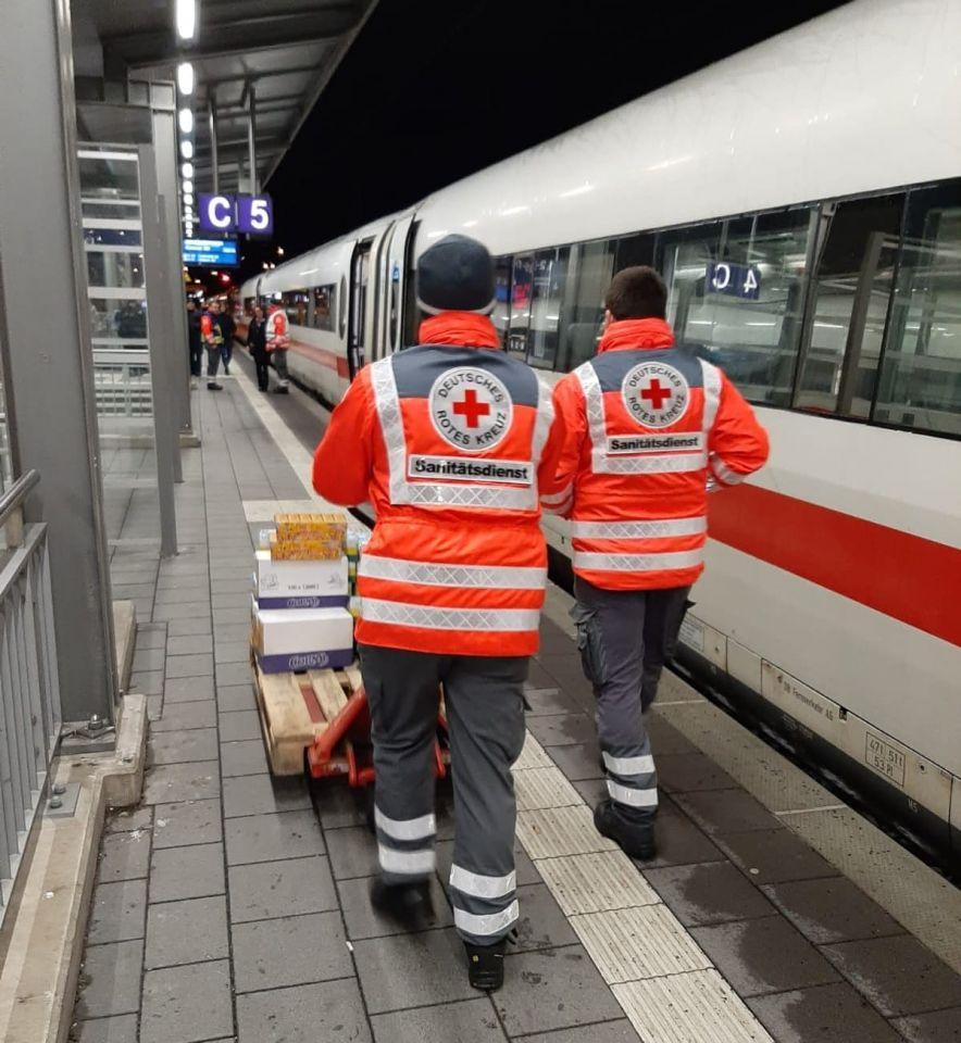 Starker Schneefall: Vier ICE saßen in Würzburg fest