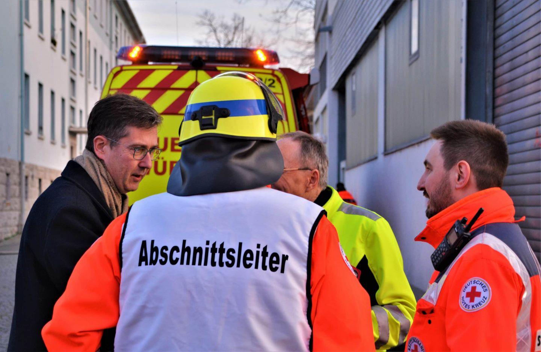 Brand in der Zellerau: 28 Personen gerettet – Großeinsatz für Rettungsdienste und Feuerwehren