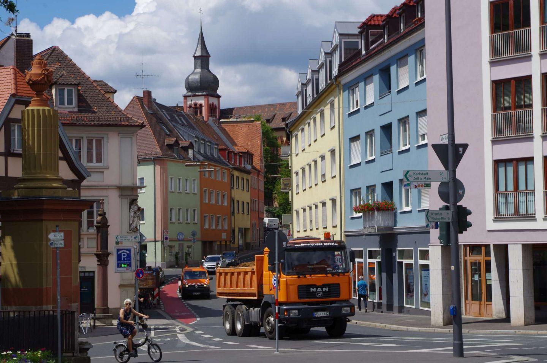 Bergab nur noch auf Umwegen: Zeller Straße wird bergauf bis Nigglweg probeweise Einbahnstraße