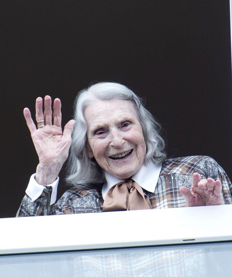 101. Geburtstag! Bewohnerin im Versbacher Sonnenhof feiert trotz Corona