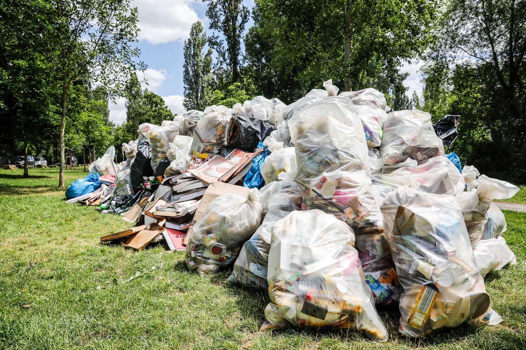 Mainwiesen voller Müll