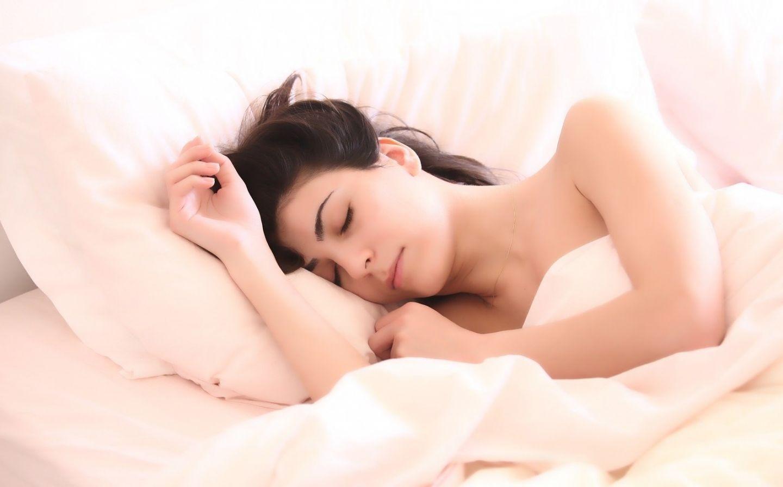 Schlafen in Corona-Zeiten: Länger und regelmäßiger, aber schlechter