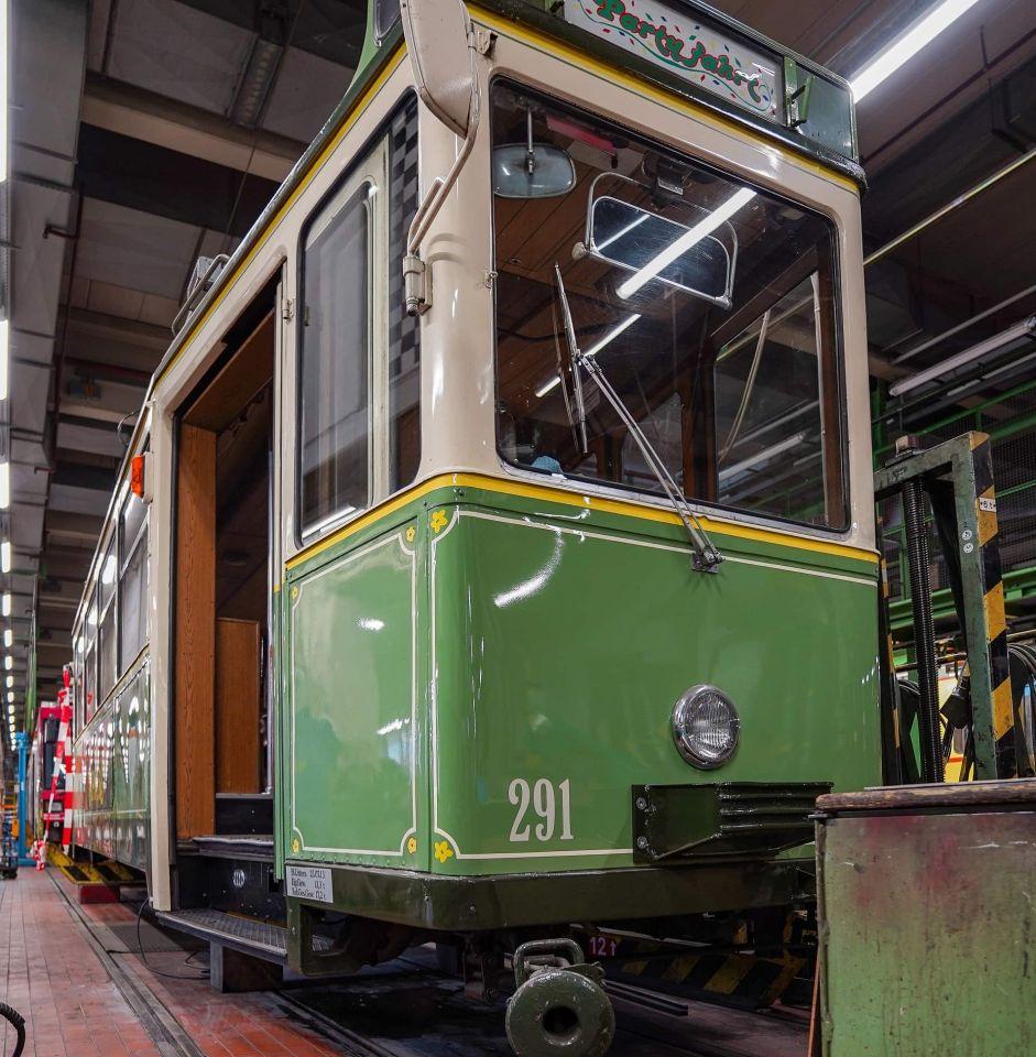 Nikolaus-Straßenbahn