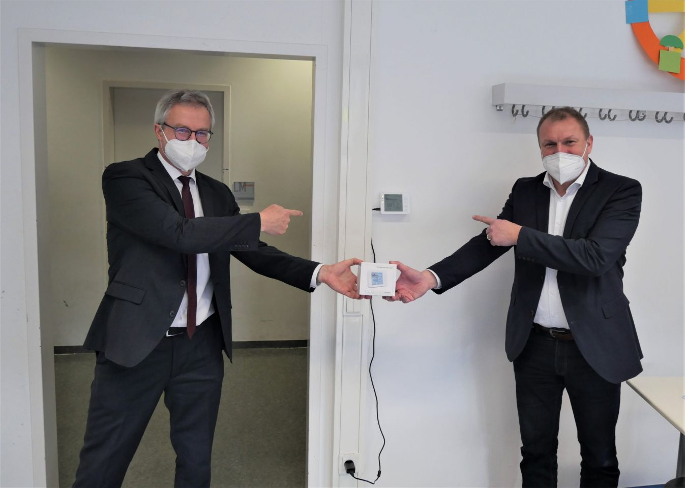Landkreis nimmt CO2-Ampeln an Schulen in Betrieb
