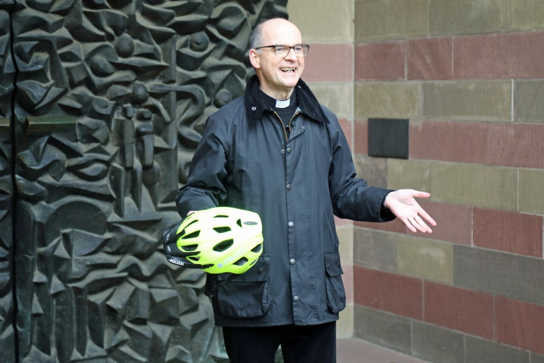 Fahrradhelm und Schutzengel: Bischof unterstützt #KopfEntscheidung