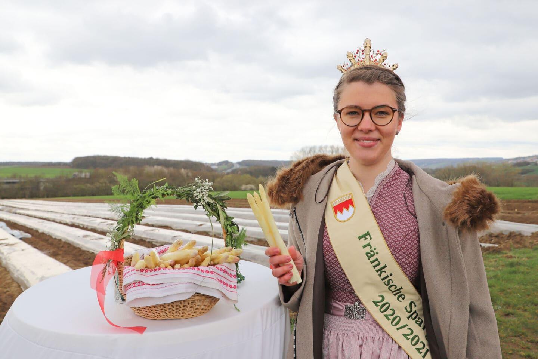 Landwirtschaftsministerin und Spargelkönigin eröffnen die Spargelsaison 2021