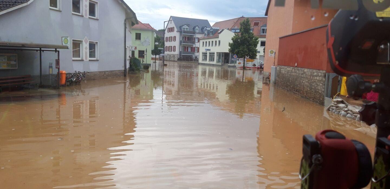 Hochwasser in Reichenberg: Ortsmitte komplett geflutet