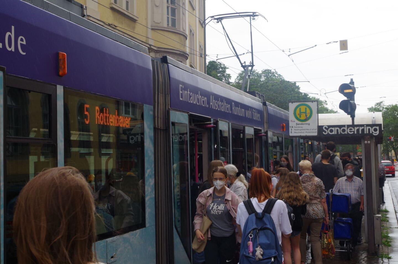 Neue Straßenbahn-Gleise für den Sanderring in Würzburg