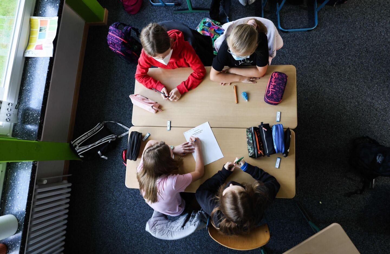 Lolli-Tests und Maskenpflicht an der Grundschule in Bayern