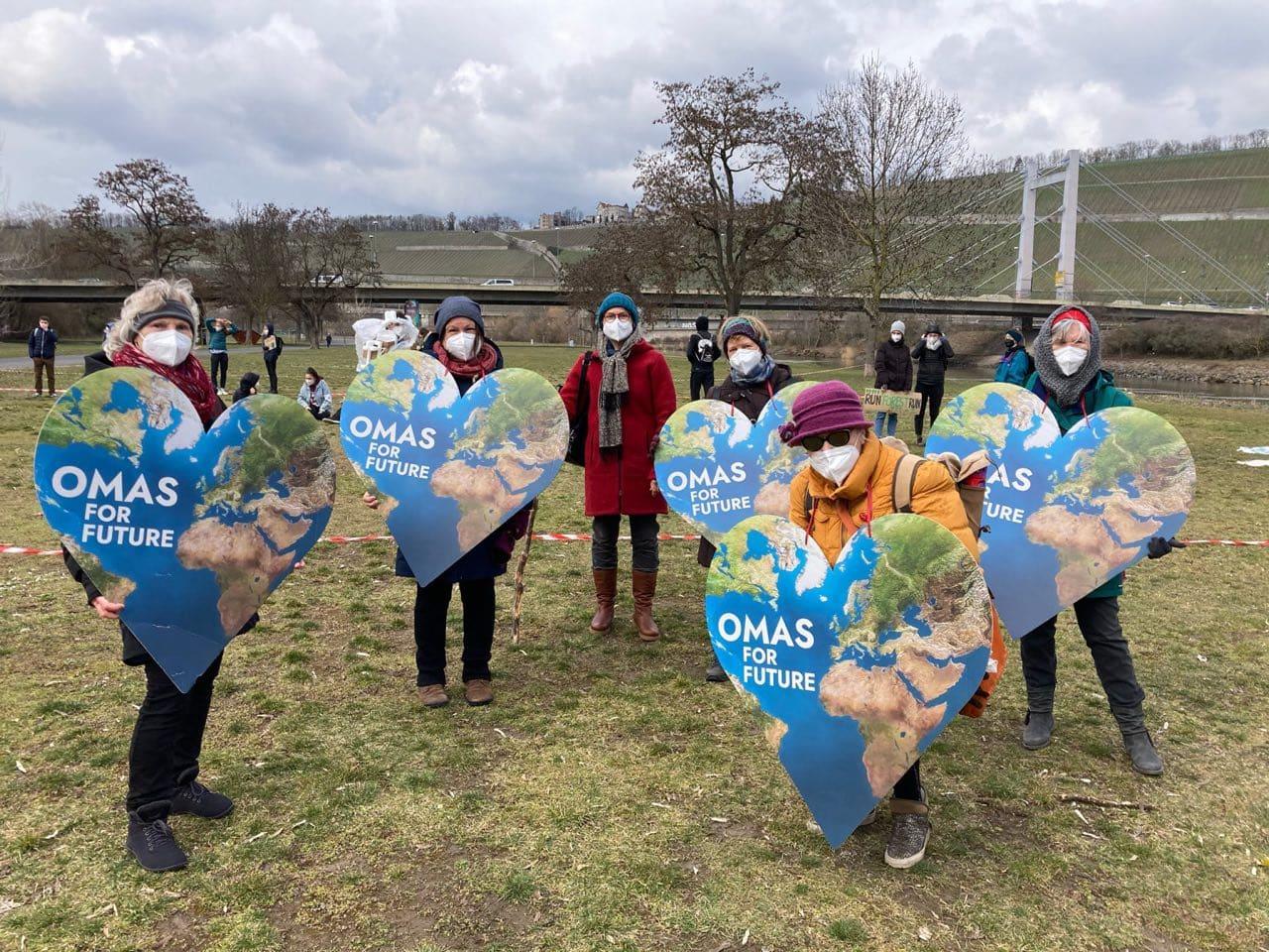 "Gegen den Klimawandel: ""Omas for Future"" radeln nach Berlin"