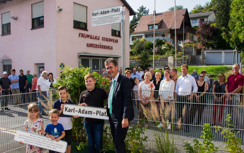 """Neuer Karl-Adam-Platz in Unterdürrbach erinnert an """"Charly"""""""