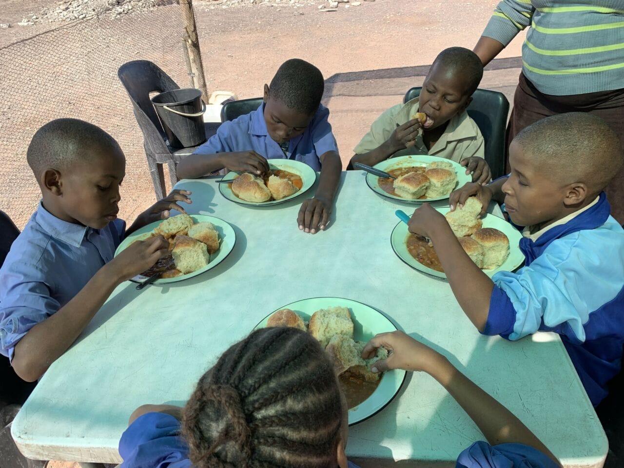 Rotarier  Würzburg: Suppenküche für Waisenkinder in Afrika