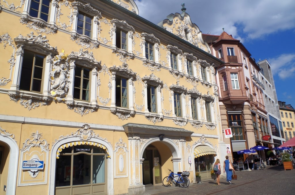 Bücherherbst: Literatur live in der Stadtbücherei Würzburg